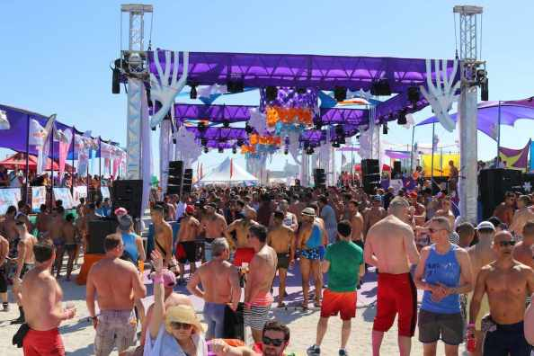 Miami, Beach Party - by Olga V Kulakova : Shutterstock.com