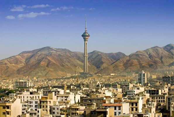Milad Tower -by youngrobv/Flickr.com