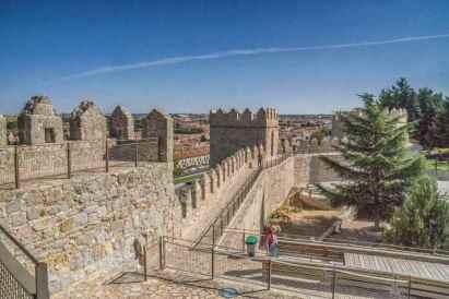 Walls of Ávila -by Graeme Churchard/Flickr.com