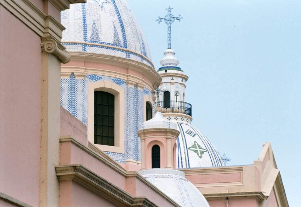 Basilica of Santo Domingo -by Lisandro M. Enrique/Flickr.com