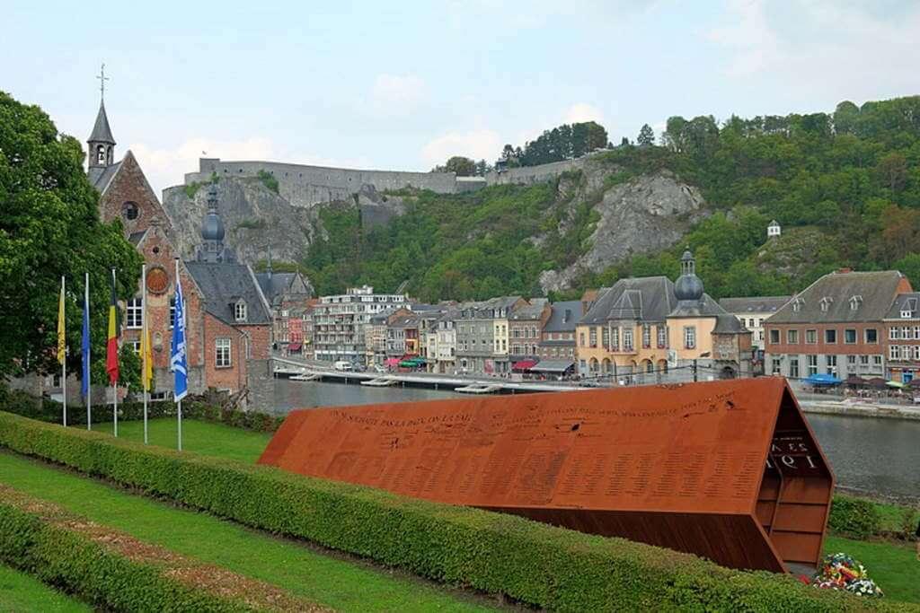 Dinant War Memorial, Dinant, Belgium - by Superikonoskop / wikimedia commons