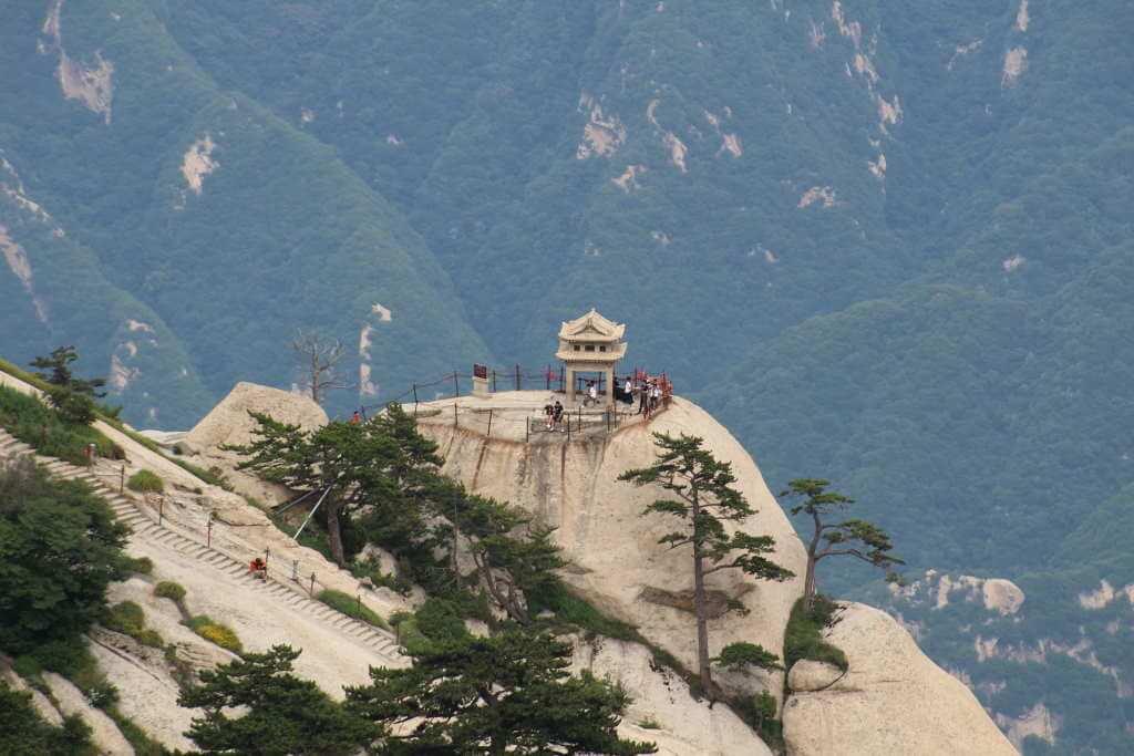 Huashan Mountain -By RAStudent/Pixabay.com