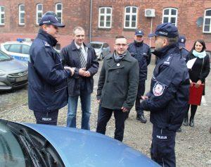 Przekazanie Policji radiowozów sfinansowanych przez Rady Dzielnic. fot. KMP