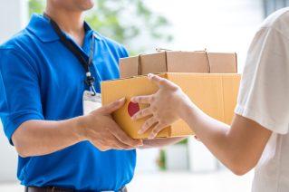 foto-de-entregador-de-delivery-fazendo-entrega-como-forma-de-ganhar-dinheiro-na-crise
