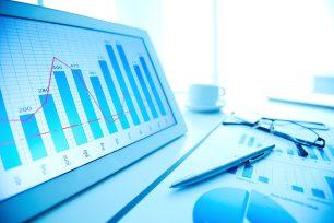 foto-de-tablet-com-graficos-necessarios-para-avaliar-uma-empresa