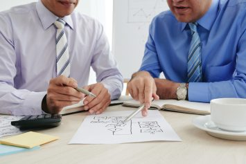 foto-de-empresarios-se-preparando-para-evitar-erros-quando-forem-vender-uma-empresa