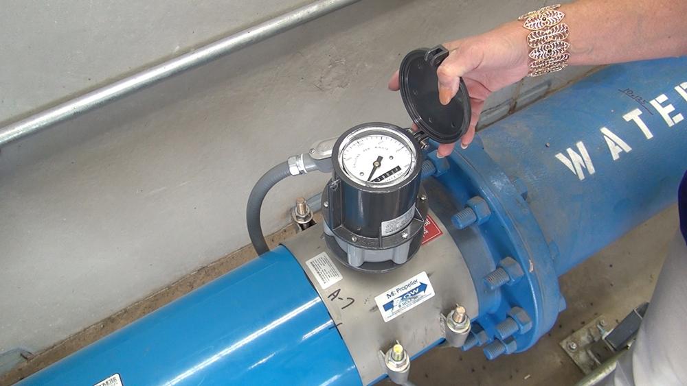 A flowmeter measures water use.