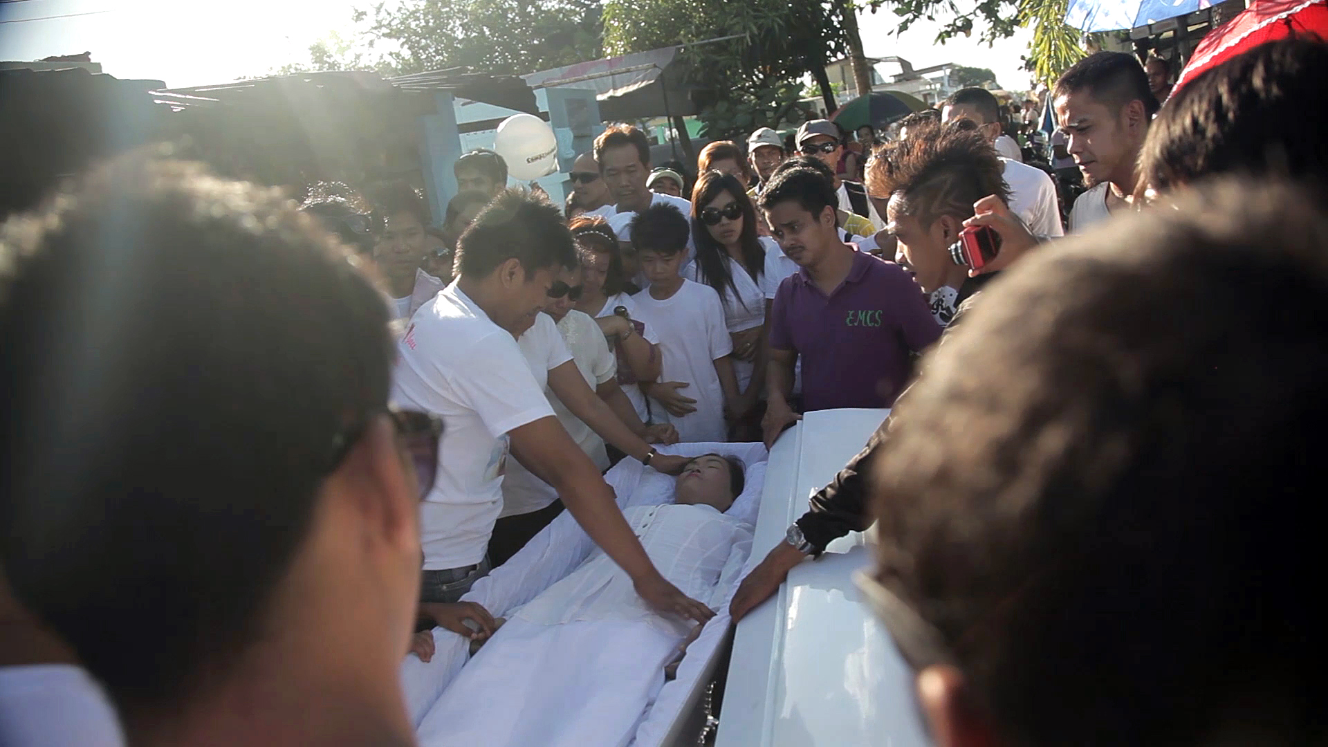 <p>Funeral procession at the North Cemetery in Manila.</p>