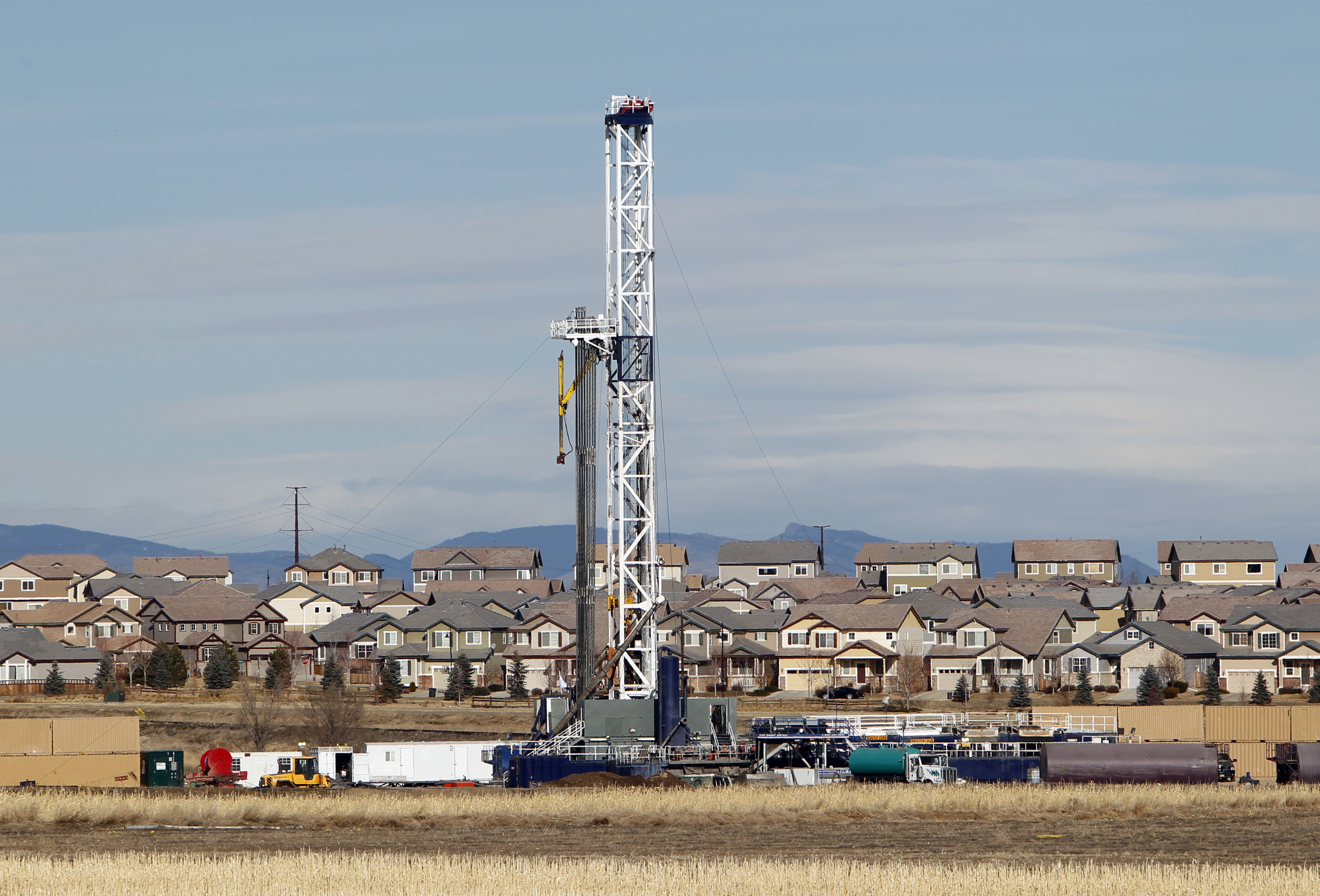 <p>An oil well is drilled on a property across from a subdivision inJanuary2012, near Frederick, Colo.</p>