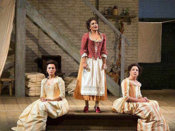 "<p>Danielle de Niese as Despina, center, with<span style=""line-height: 1.66667em;"">Isabel Leonard as Dorabella</span><span style=""line-height: 1.66667em;"">and Susanna Phillips as Fiordiligi in Mozart's ""Così fan tutte.""</span></p>"