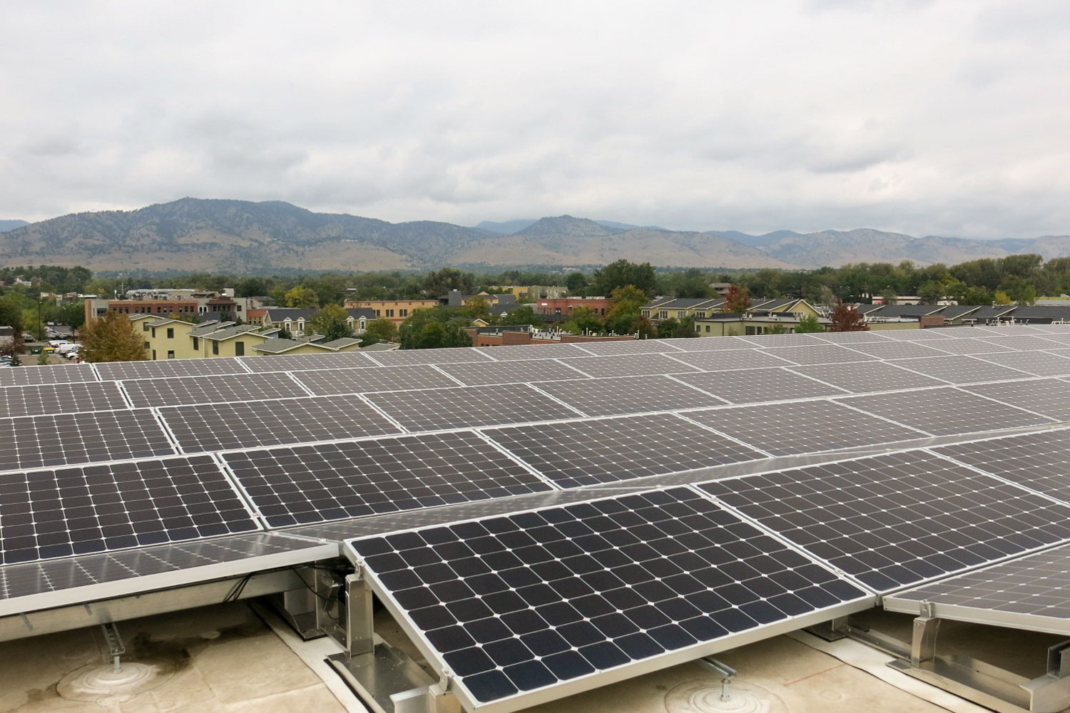 <p>Solar panels on the roof of Boulder Commons.</p>