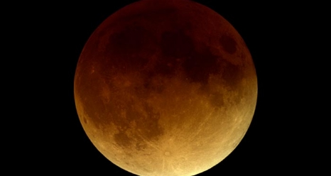 <p>The moon will have a reddish hue at the height of the lunar eclipse.</p>