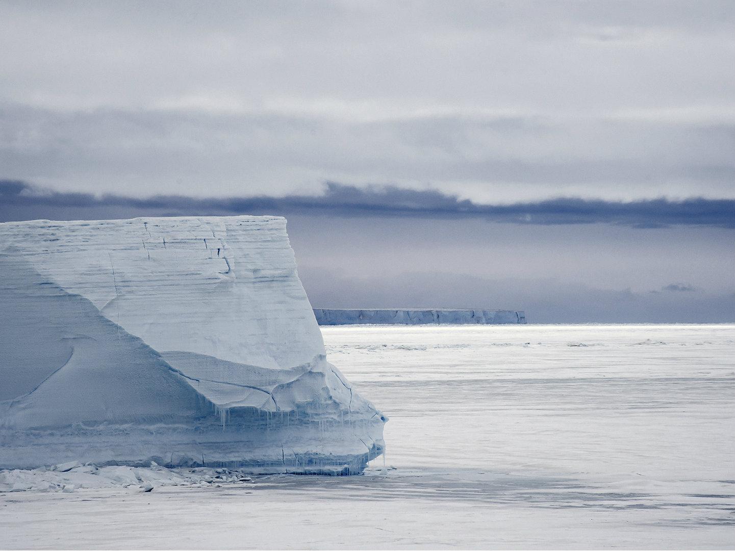 "<p><span id=""yui_3_16_0_1_1446482906748_44536"">Oceanfront glacier at Cape Roberts, in Victoria Land, Antarctica</span></p>"