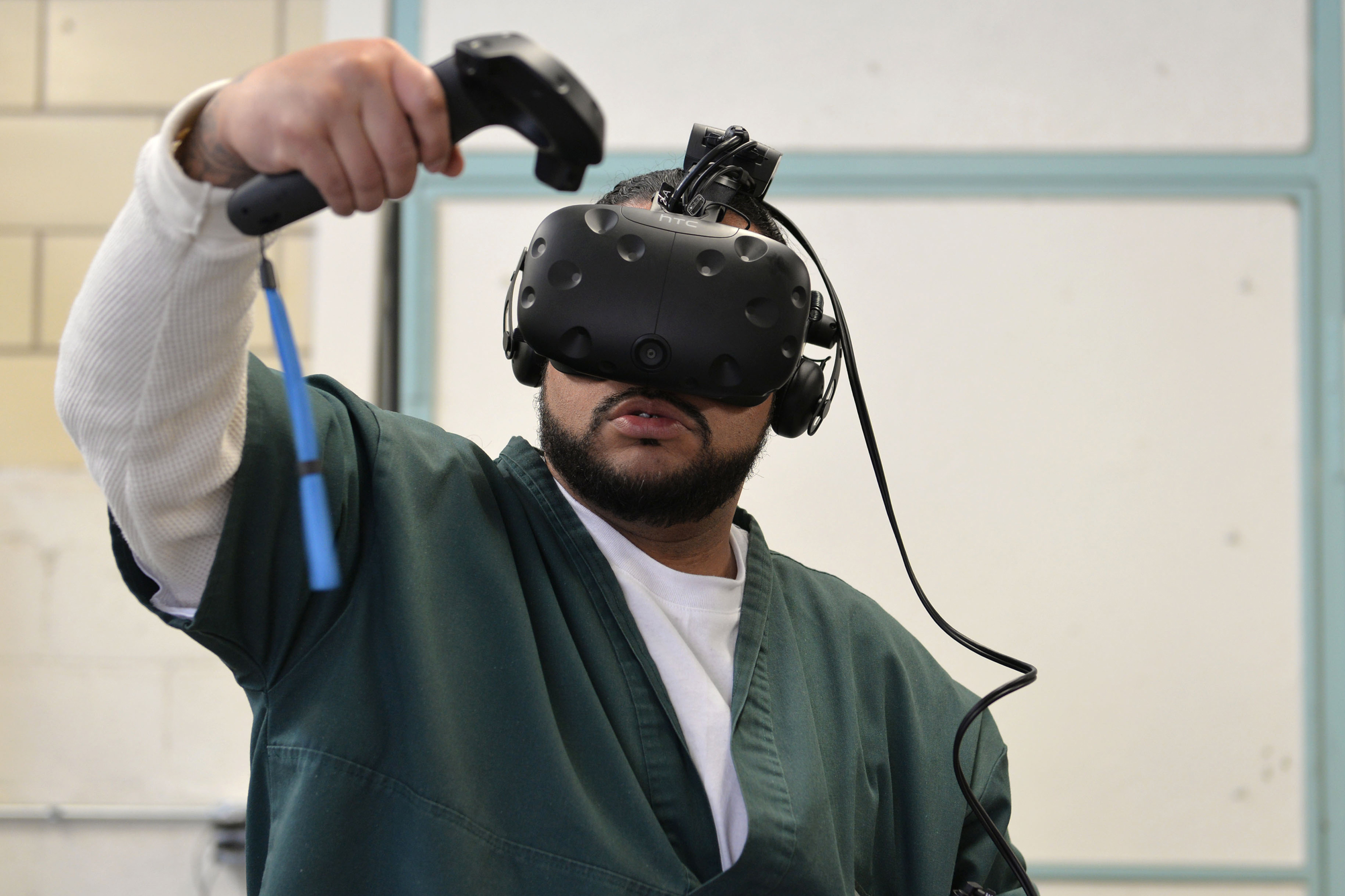"""<p>Leroy Gardenhire uses virtual reality inside the<span style=""""color: rgb(64, 69, 64);"""">Fremont Correctional Facility in</span>Cañon<span style=""""color: rgb(64, 69, 64);"""">City</span> to simulate doing laundry in a laundromat.</p>"""