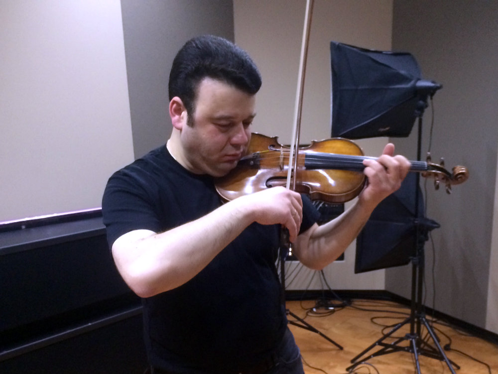<p>Violinist Vadim Gluzman in the CPR Performance Studio</p>