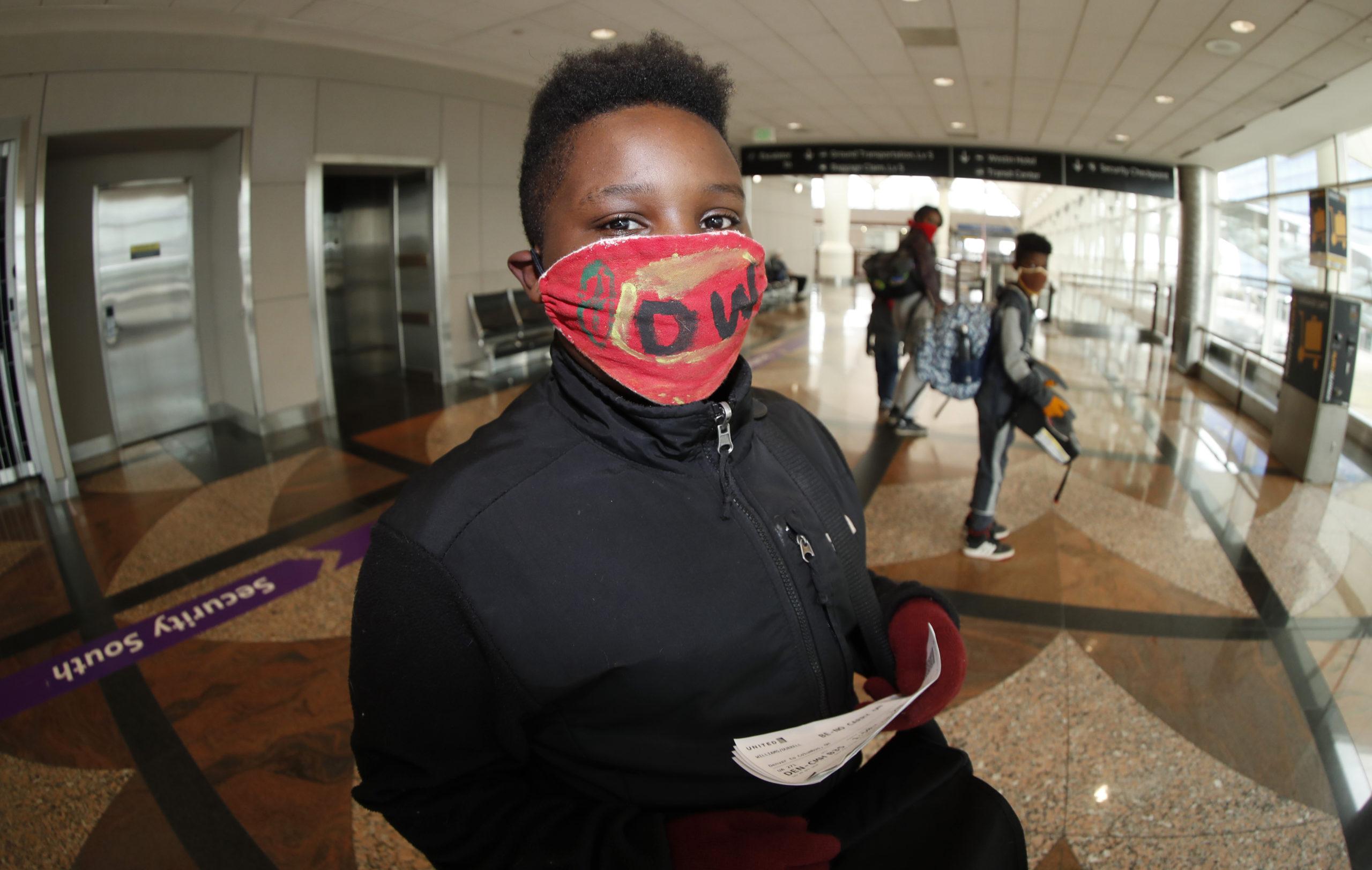 denver international airport face mask travelling kid, r m