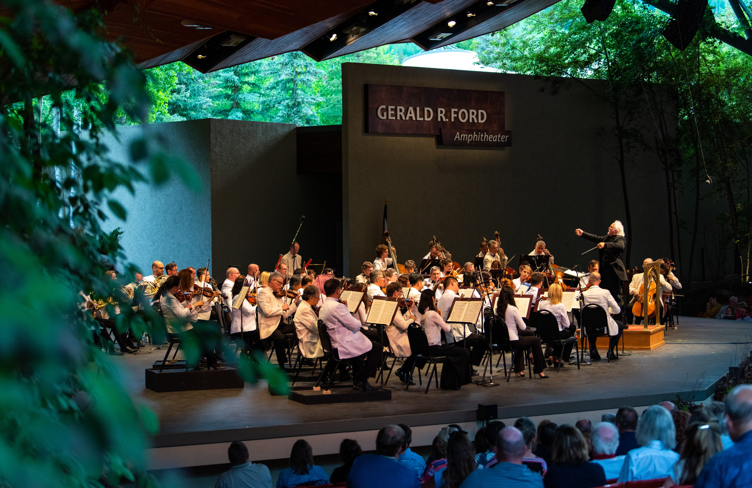 Donald Runnicles conducts The Dallas Symphony Orchestra at Bravo! Vail in 2019