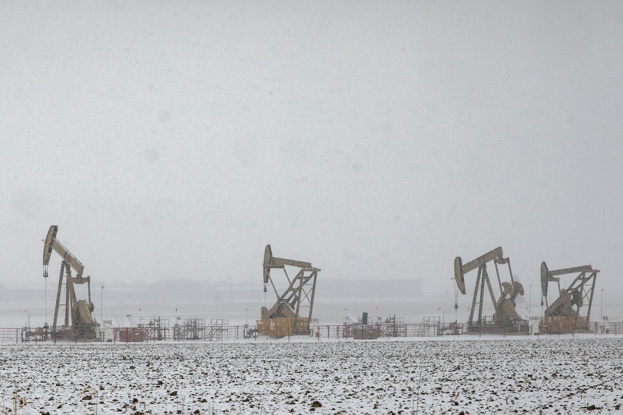 OIL-PUMP-JACKS-SNOW-ERIE