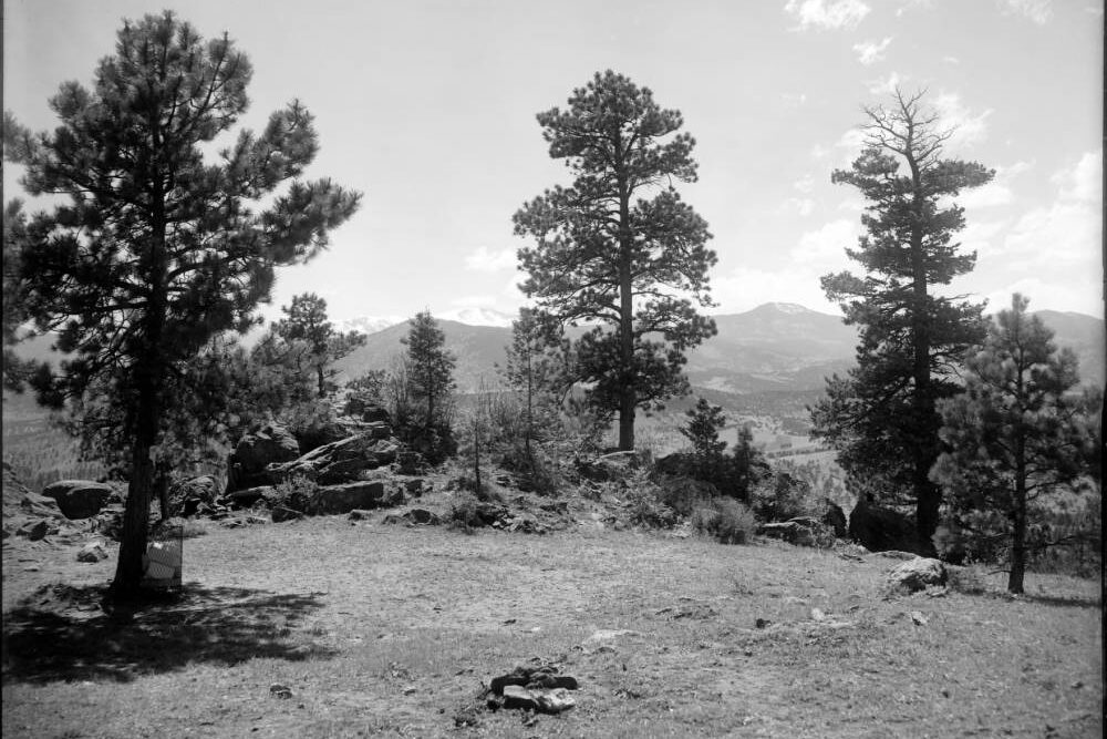 View of Mount Evans and the peak that could be renamed Mestaa'ėhehe Mountain, taken from top of Genesee Mountain in 1916.