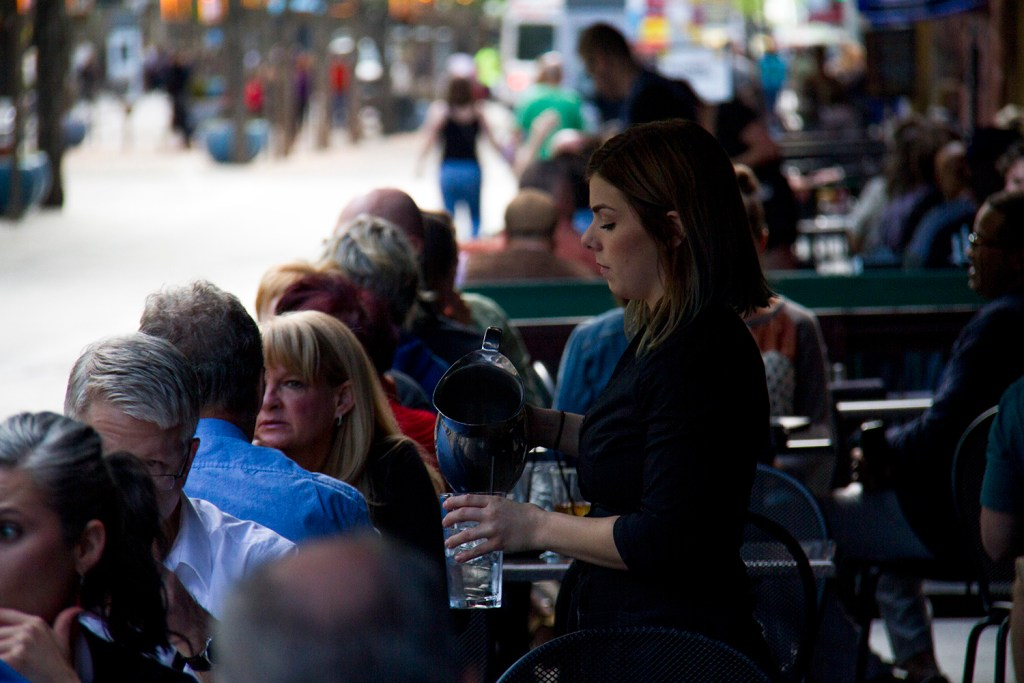 Diners enjoy the Paramount Cafe on the 16th Street Mall. (Kevin J. Beaty/Denverite)  central business district; 16th street mall; sixteenth street; dining; food; restaurants; patio; entertainment; denver; denverite; colorado; kevinjbeaty