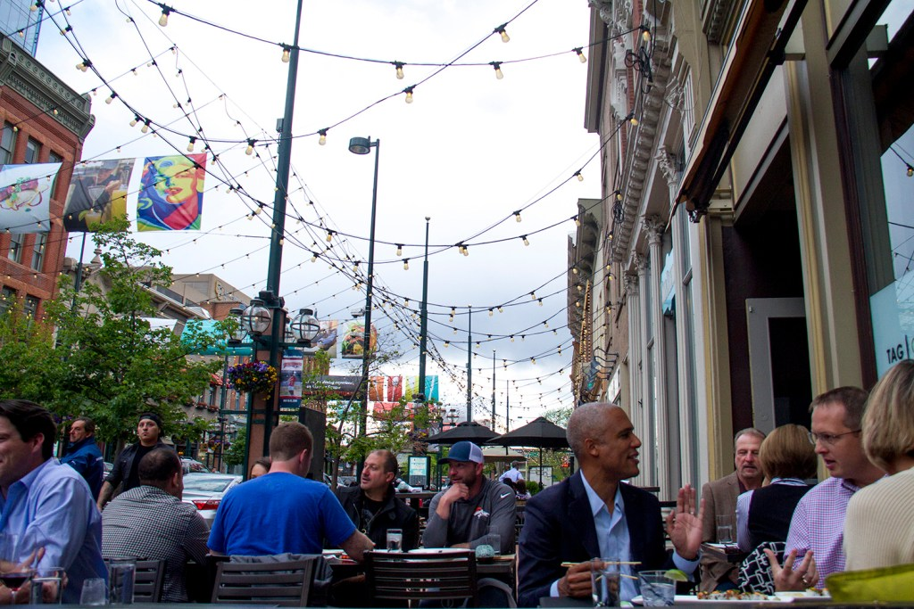Diners enjoy a warm evening at Tag in Larimer Square. (Kevin J. Beaty/Denverite)  larimer square; dining; food; restaurants; patio; entertainment; denver; denverite; colorado; kevinjbeaty