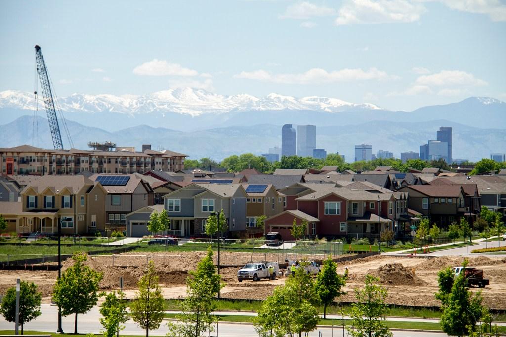 Stapleton residences under downtown Denver's skyline. (Kevin J. Beaty/Denverite)  stapleton; residential; suburbs; skyline; cityscape; denverite; denver; colorado; kevinjbeaty