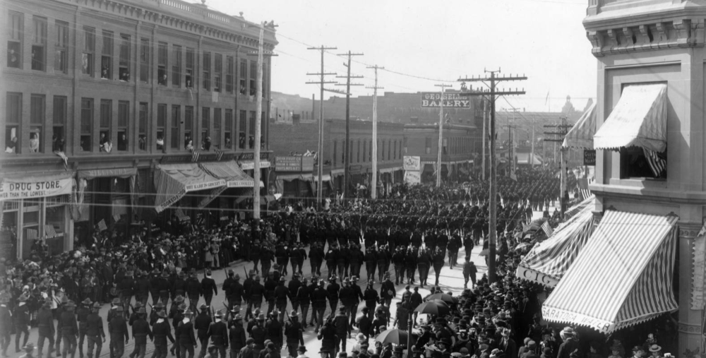The First Regiment of Colorado Infantry marches along 16th Street before deploying to the Spanish Civil War in 1898. (Denver Public Library/Western History Collection/GB-8446)