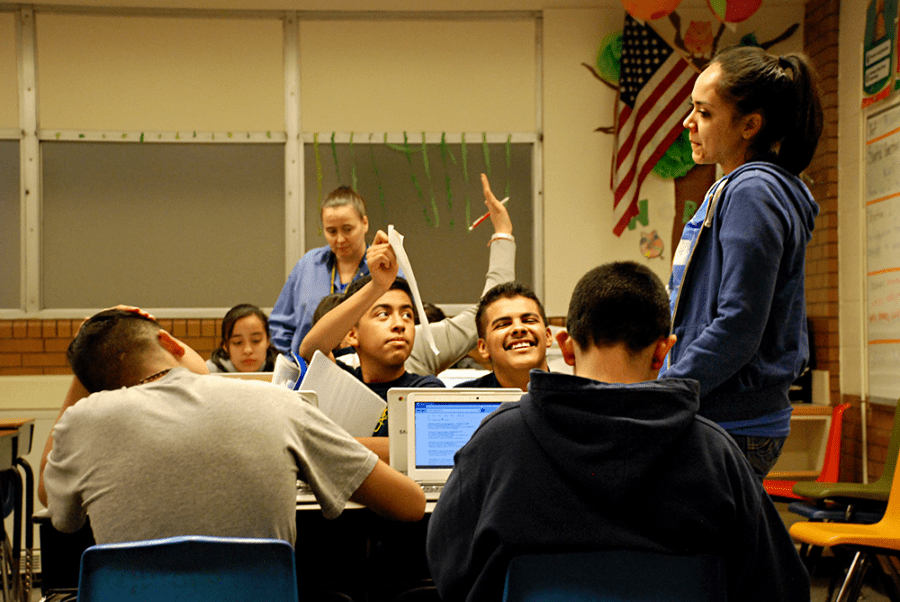 Students work on an English assignment at M. Scott Carpenter. (Nicholas Garcia/Chalkbeat)