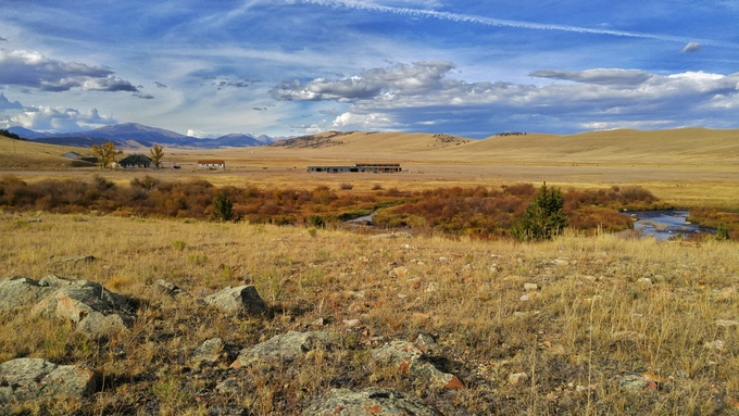 Buffalo Peaks Ranch: The rural outpost of the Rocky Mountain Land Library. The Middle Fork of the South Platte River winds through the foreground. (Carl Young/Rocky Mountain Land Library)