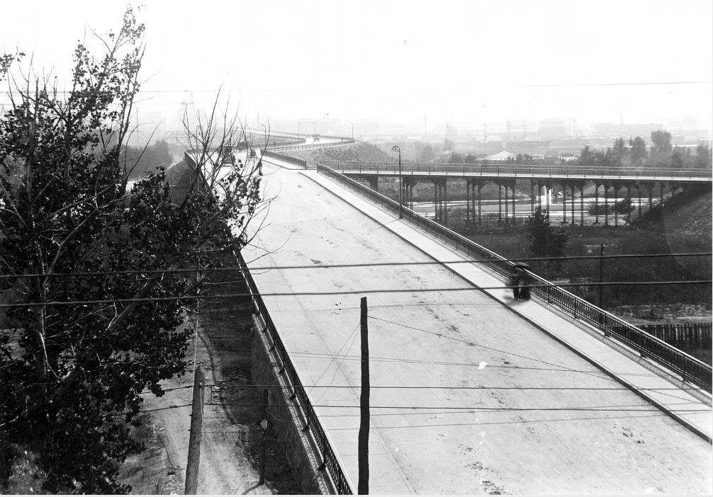 Horse-drawn carriages cruise down the center of the 14th Street Viaduct while pedestrians take the sidewalk in 1899. Speer Boulevard replaced the structure. (Western History and Genealogy Department/Denver Public Library)