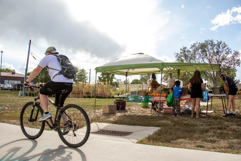 The Denver Botanic Gardens' Sun Valley Farm Stand off the South Platte River Trail, Sept. 27, 2019. (Kevin J. Beaty/Denverite)