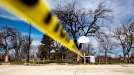 The basketball court at Washington Park is closed, March 28, 2020. (Kevin J. Beaty/Denverite)