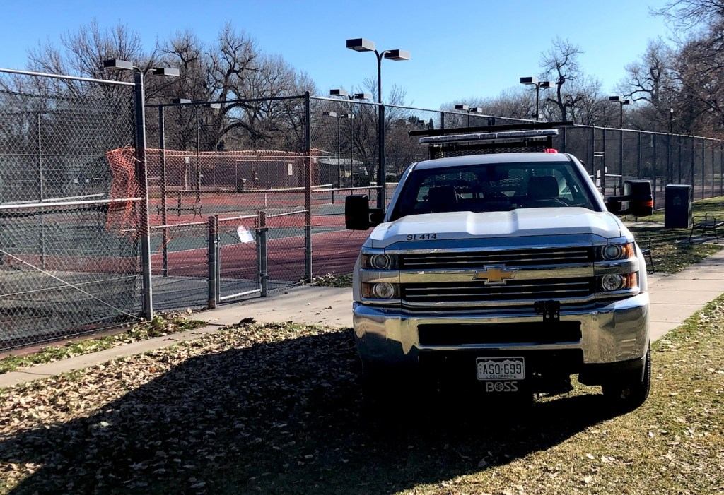 Netting put up by city government workers at the City Park tennis courts in response to the COVID-19 pandemic. (David Sachs/Denverite)