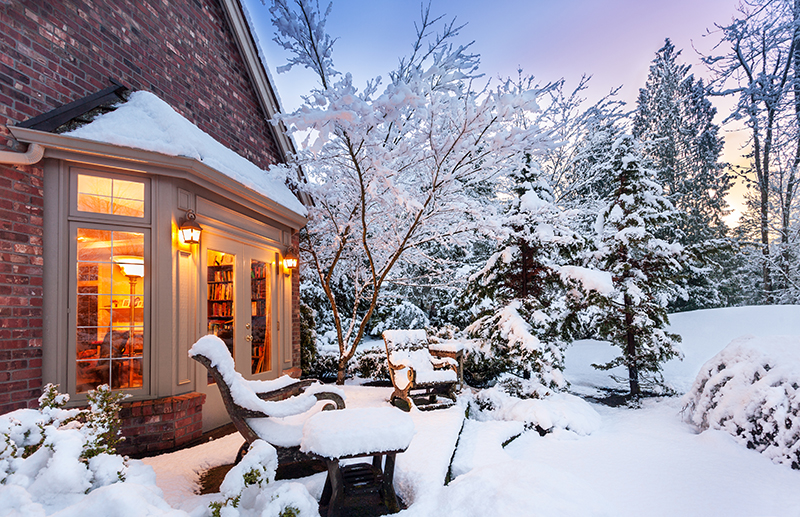 Selling A House During Winter Holidays Tips Pros Cons Zillow