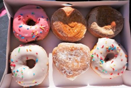 Endlich wieder eine Stadt mit vernünftiger Donut-Auswahl. Boston Creme war leider ausverkauft.