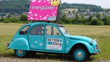 ¿Cómo ganar dinero con publicidad en los coches?