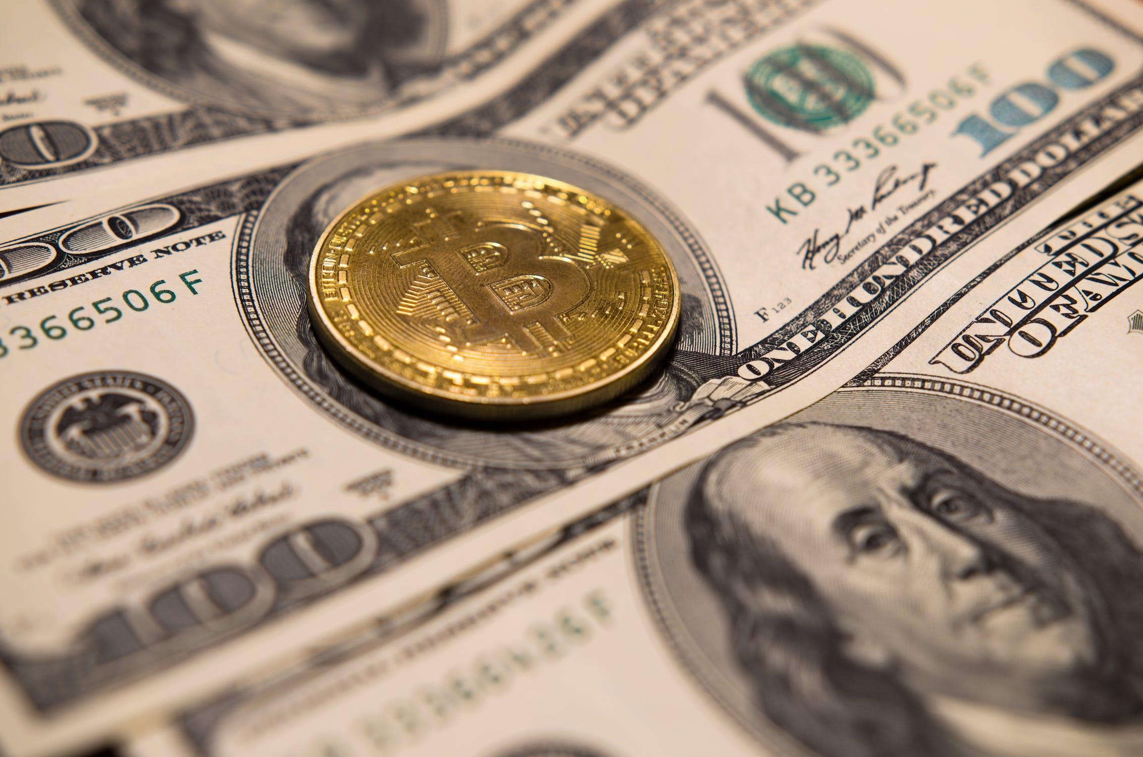 Bitcoin, ¿moneda del futuro? – Opiniones de Expertos, Retos y Promesas