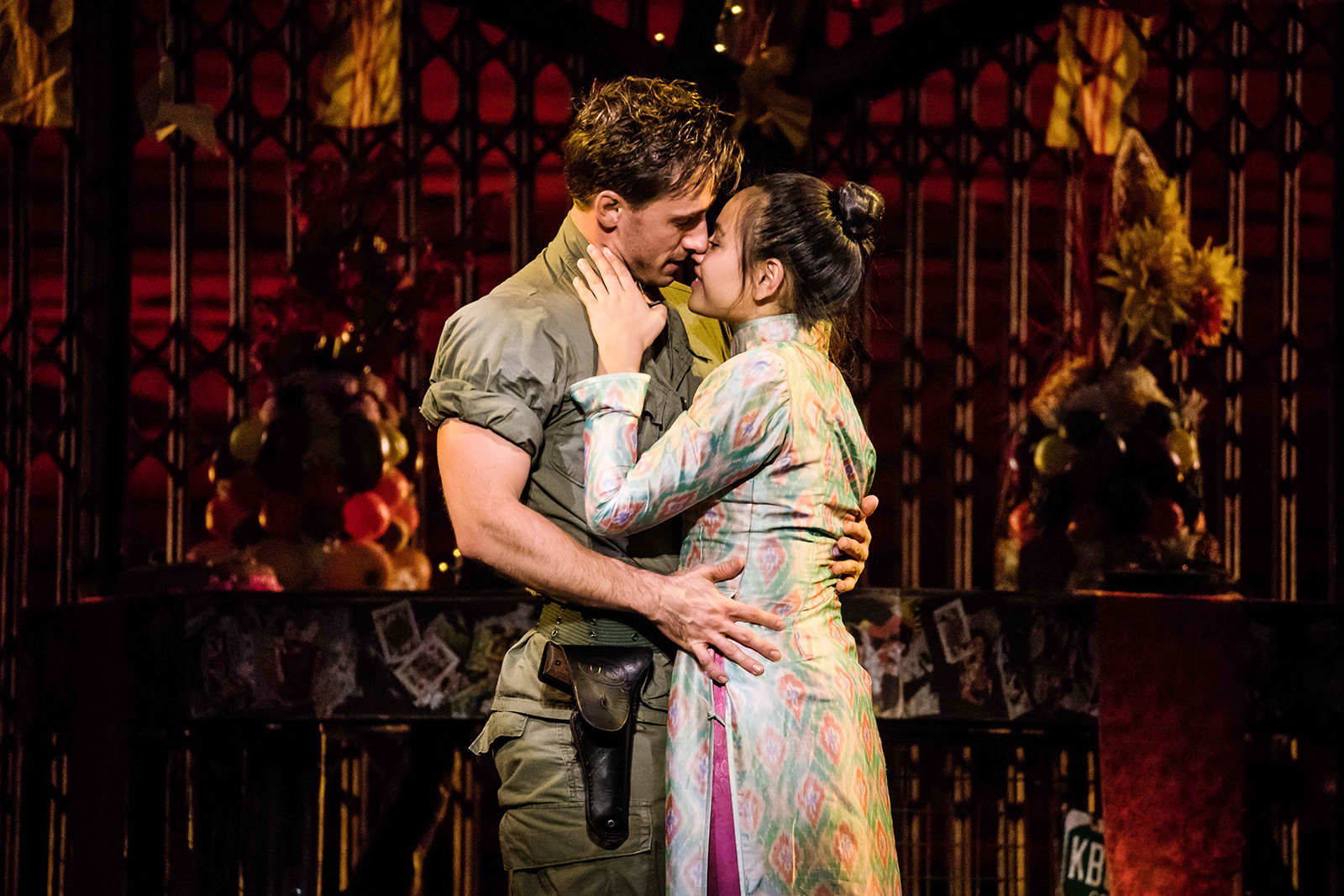 Ms Saigon kissing scene