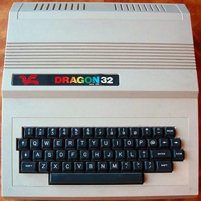 Mijn 2de computer: een Dragon32 Ik heb er mijn eerste MS-BASIC programma's mee geschreven (1984)