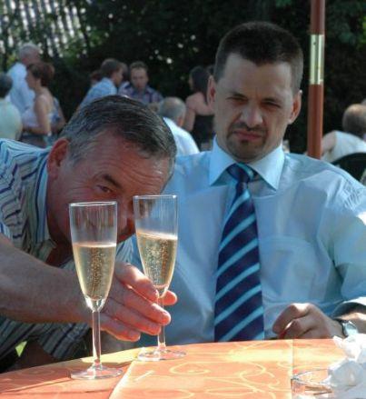 Studie van een glas champagne met een nonkel (2006)
