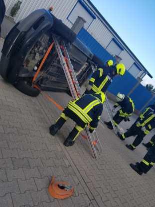 """Übung """"Technische Unfallhilfe"""" der Feuerwehren Spabrücken und Hergenfeld"""