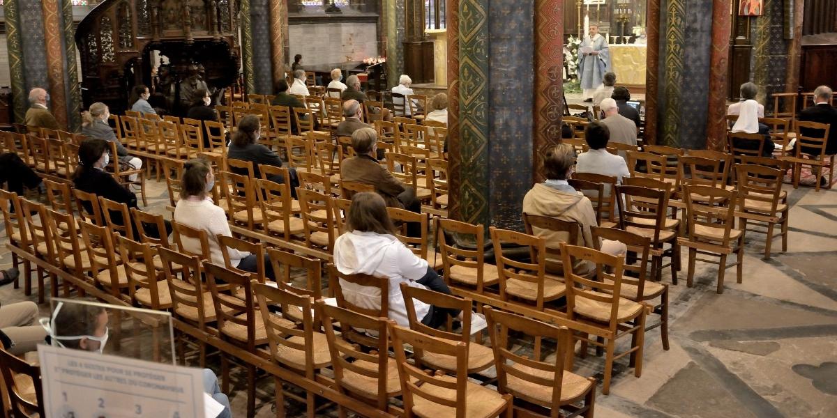 En moins de 24h, des milliers de personnes signent la pétition «Pour la messe»
