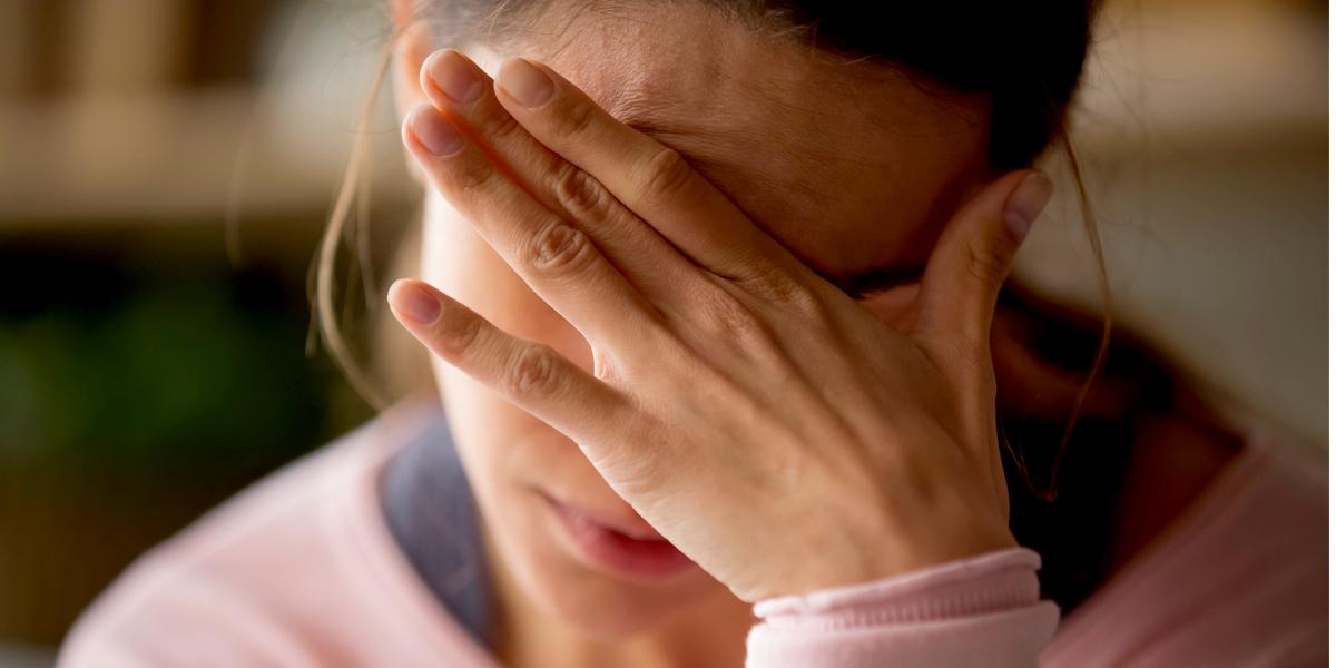 Le remède de sainte Hildegarde pour soulager les migraines