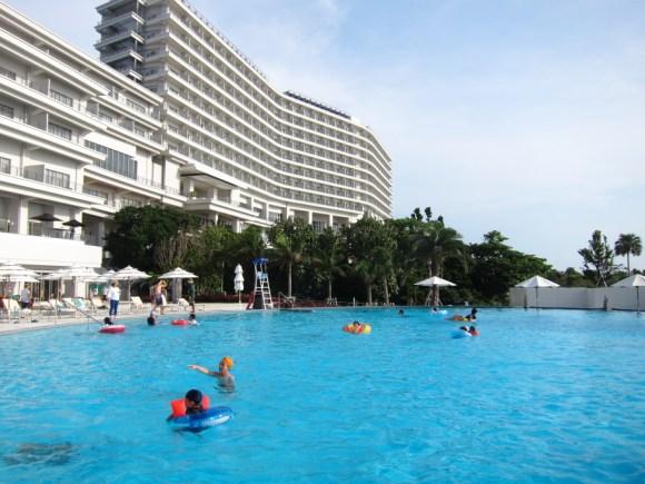 ホテルオリオンモトブリゾート&スパのプール