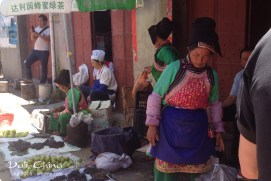 In addition to the tour guides who often wear traditional minority clothing, you can find many locals who wear these colorful clothes every day.