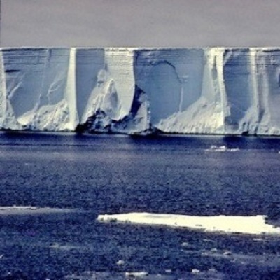 Ice-ocean interactions effects of climate change on Antarctic ice-shelf dynamics