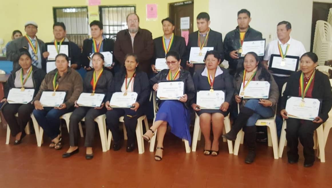 Estado reconoce con medalla al mérito a maestras y maestros que trabajan en zonas de difícil acceso