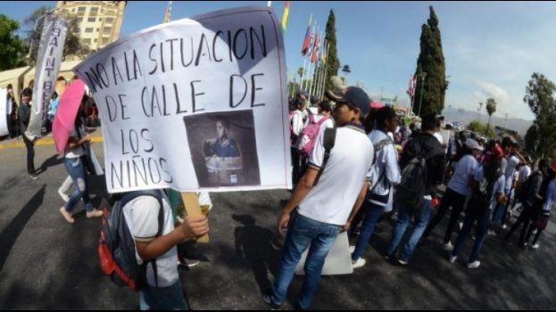 600 niños están en riesgo de abandonar sus hogares en Cochabamba
