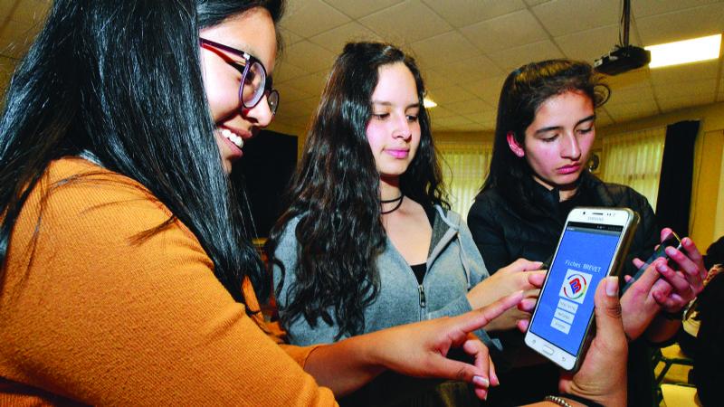 Trece chicas para combatir la brecha de género en la tecnología
