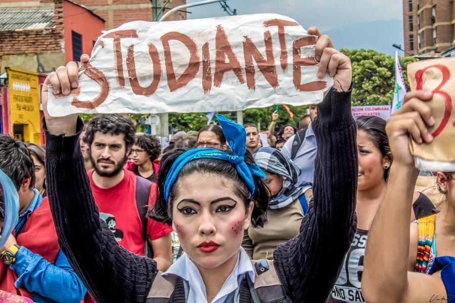 """Chile: Foro por el Derecho a la Educación Pública se manifiesta contra proyecto de ley """"Aula Segura"""""""